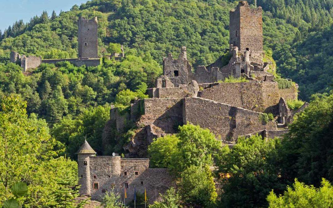 Wandern mit dem DREISER Sprudel – Manderscheider Burgenstieg