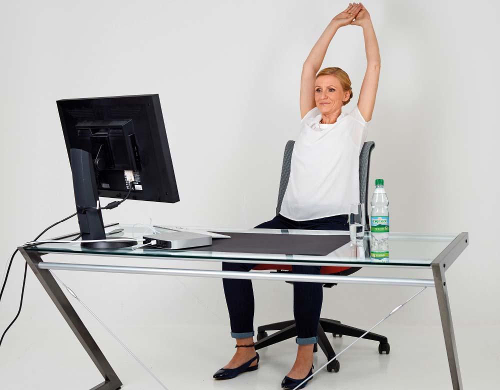 Fit im Büro mit den Gesundland-Experten – Übung 1: Gestreckte Wirbelsäule 2