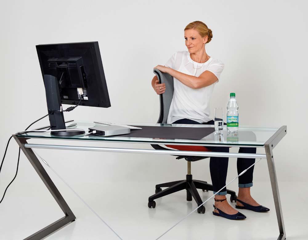 Fit im Büro mit den Gesundland-Experten – Übung 4: Rumpfdreher