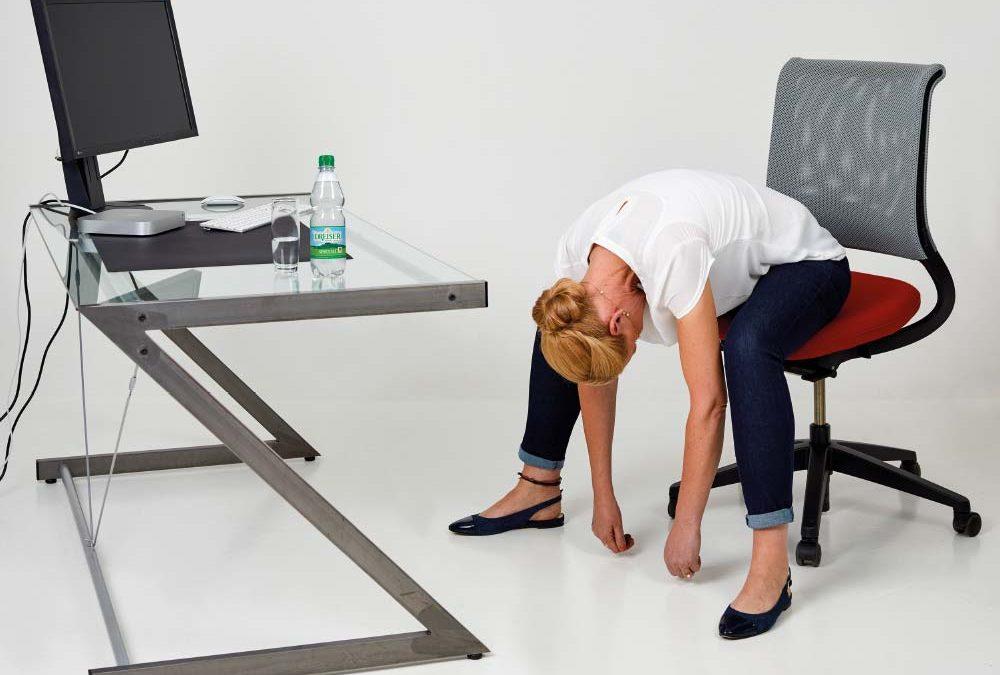 Fit im Büro mit den Gesundland-Experten – Übung 5: Runder Rücken