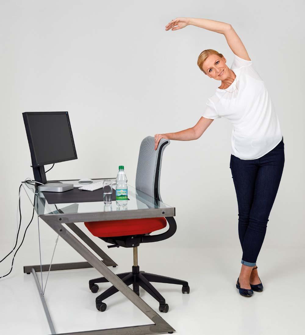 Fit im Büro mit den Gesundland-Experten – Übung 6: Halbmond
