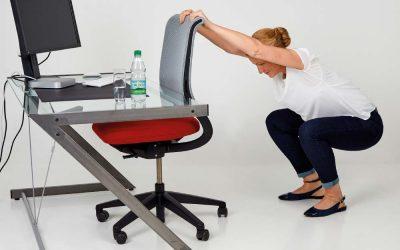 Fit im Büro mit den Gesundland-Experten – Übung 7: Hocke