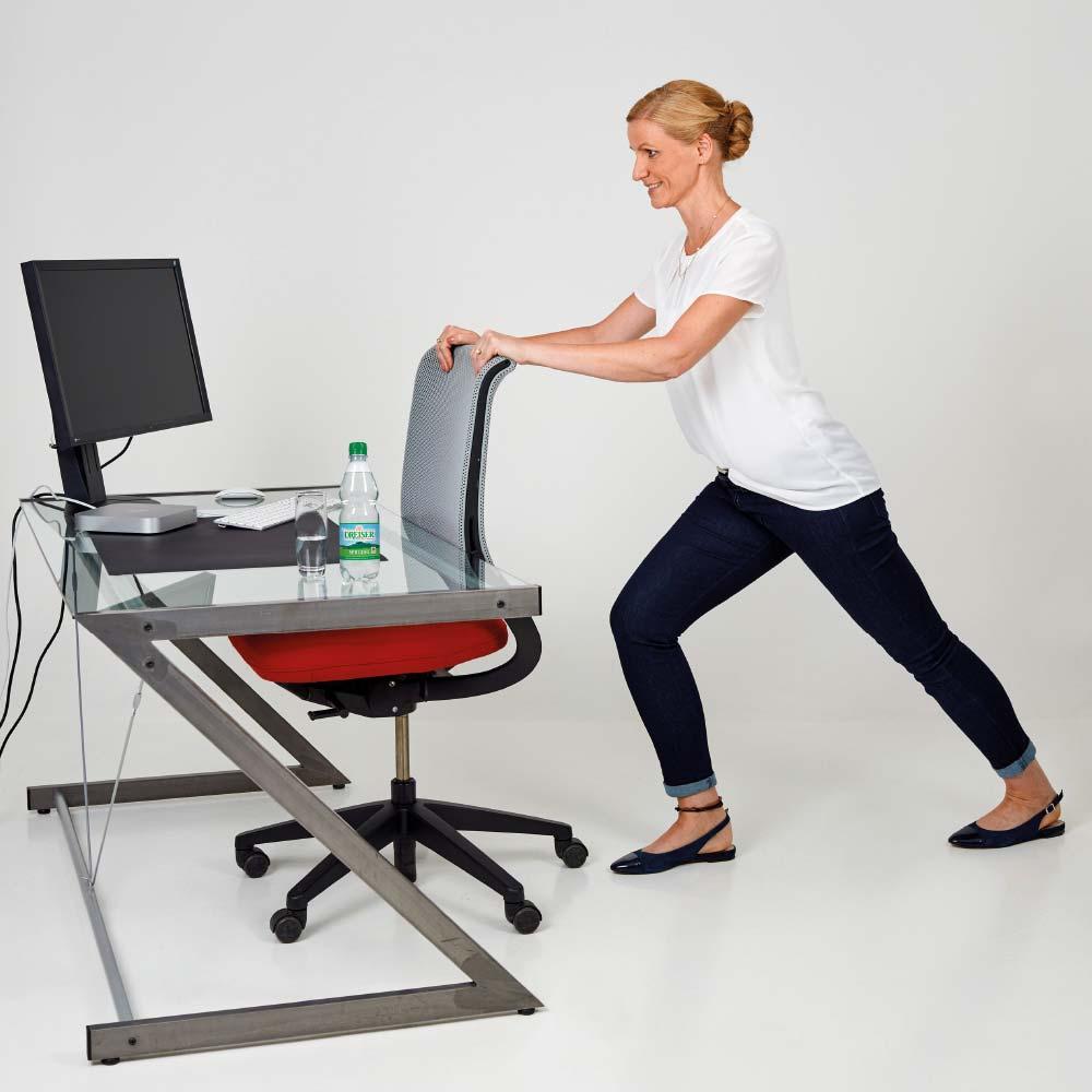 Fit im Büro mit den Gesundland-Experten – Übung 9: Lange Wade