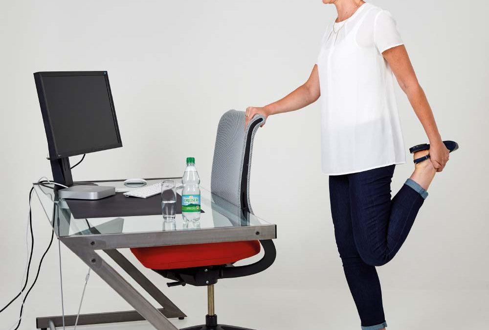 Fit im Büro mit den Gesundland-Experten – Übung 10: Langer Oberschenkel